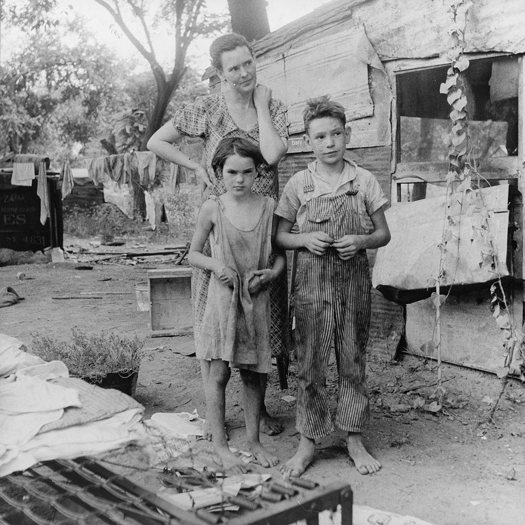 Poor_mother_and_children,_Oklahoma,_1936_by_Dorothea_Lange
