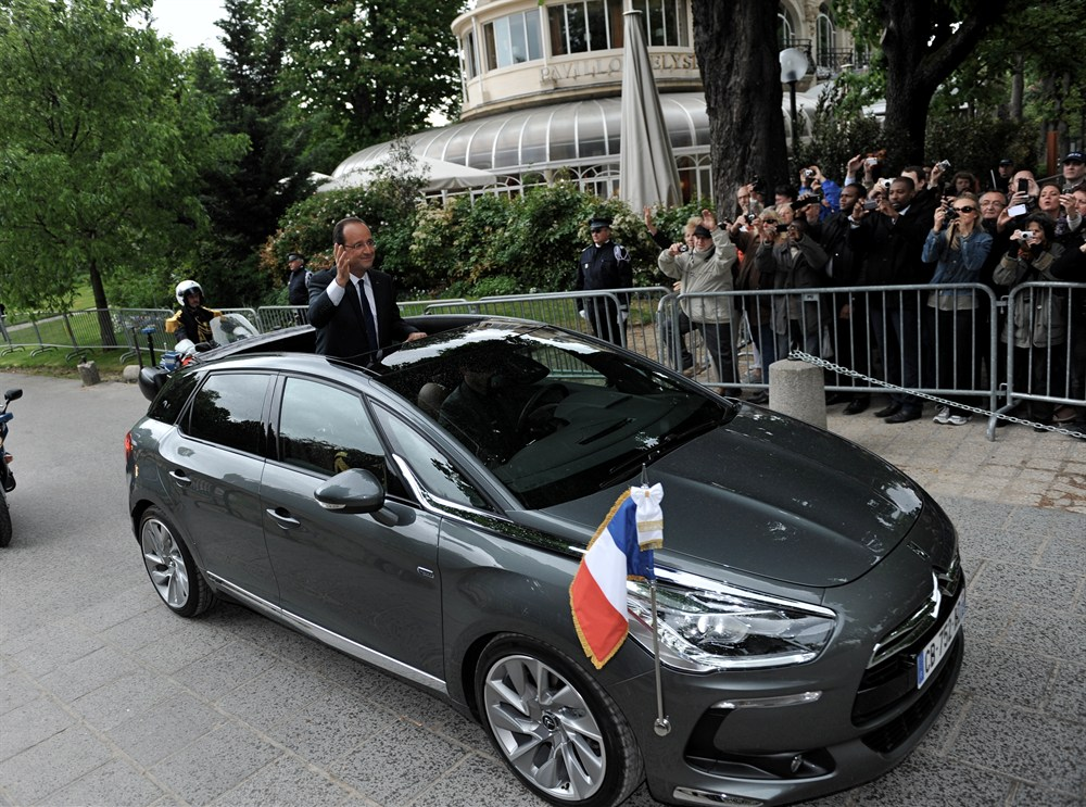 new-french-president-francois-hollande-rides-around-in-a-citroen-ds5-video_4